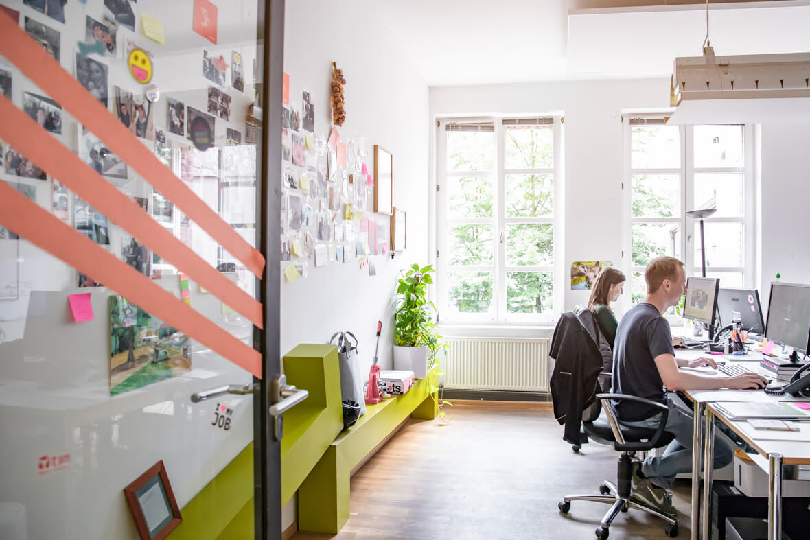 Für meinen langjährigen Kunden ]init[ AG Berlin durfte ich wieder hinter die Kulisse des Unternehmens blicken. Entstanden sind situative und authenitsche arbeitsporträts im Unternehmen.
